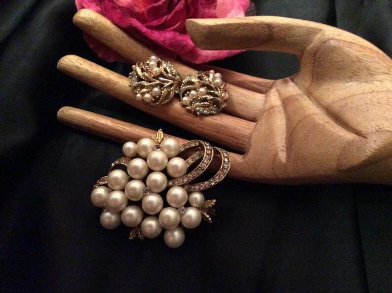 grape cluster style pin screw back earrings Vintage faux cream pearls rhinestones brooch earrings set 2 piece jewelry set
