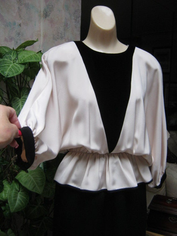 Vintage 70s black and ivory dolman sleeve evening… - image 5