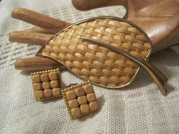 natural woven raffia pin  earring set large shawl pin natural raffia pin and wood bead clip earring set Vintage large raffia leaf brooch