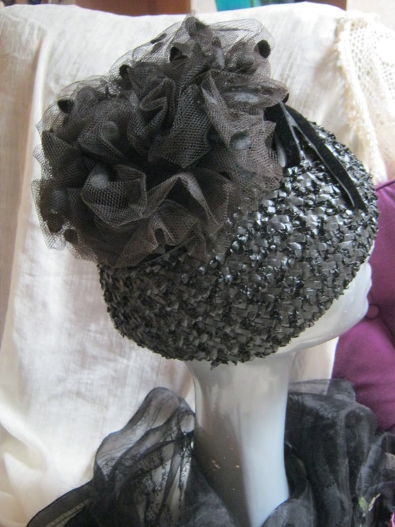 Vintage black woven raffia scrunched netting toppe