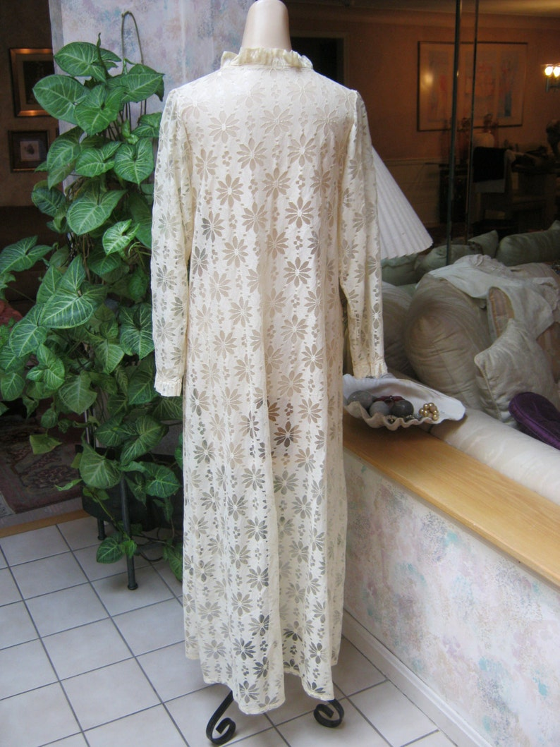 cream beige lace mesh robe to redesign size M daisy look openwork lace beige maxi robe VINTAGE retro antiqued beige crochet look long robe