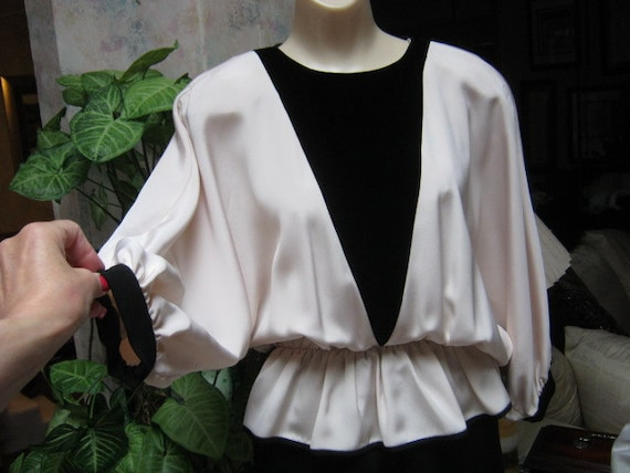 Vintage 70s black and ivory dolman sleeve evening… - image 3