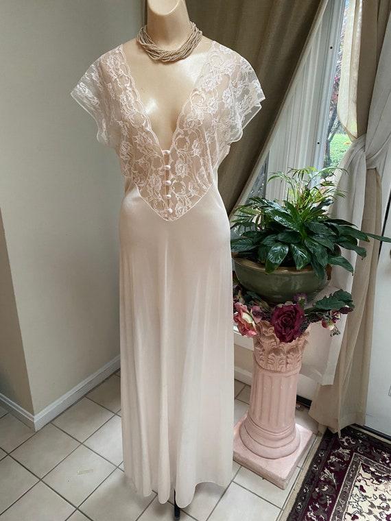 Vintage cream beige Val-Mode bride's long night go