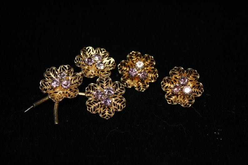 Intricate Gold Tone Filigree Brooch /& Clip Earrings