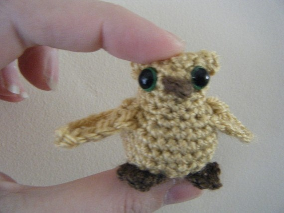 Free crochet pattern: Small amigurumi owls | 427x570