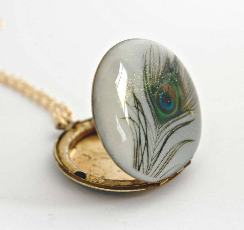 Vintage Locket Peacock Feather Feathers Peacock Wedding Peacock Jewelry Necklace Necklaces Bridesmaids Gifts Peacock Feather Art Bird Birds