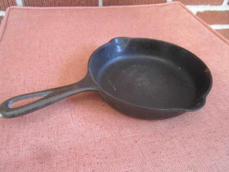 Vintage Cast Iron Griswold No  3 Skillet