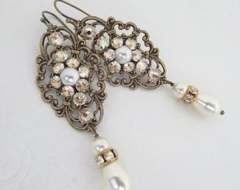 Pearl Bridal earrings, Crystal wedding earrings, Vintage style earrings, Wedding jewelry, Swarovski crystal earrings, Antique brass