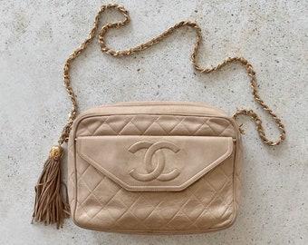 Vintage Bag | CHANEL Quilted Matelasse Leather Lambskin Camera Shoulder Bag 80s 90s Ivory Beige Nude Logo CC