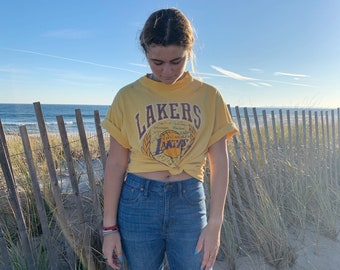 Vintage T-Shirt | LA LAKERS 80's Distressed Top Pullover Shirt Basketball NBA Yellow Purple | Size M