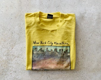 Vintage T-Shirt | NYC Marathon Runner Sports 90's Shirt Top Pullover Faded Distressed Yellow | Size L/XL
