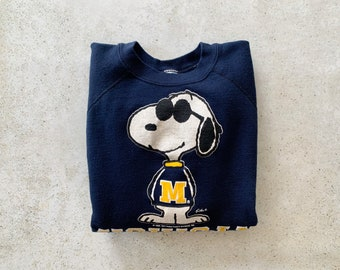Vintage Sweatshirt | MICHIGAN Football College University Snoopy Peanuts 80's Raglan Pullover Top Shirt Navy Blue Yellow Gold | Size S