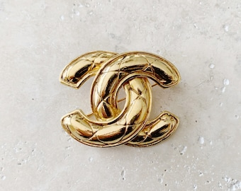 Vintage Brooch | CHANEL Quilted CC Logo Monogram 80's Brooch Pin Gold