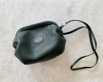 Vintage Bag | GUCCI Leather Crossbody Barrel Bag Green