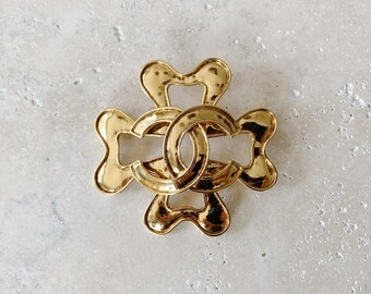 Vintage Brooch | CHANEL Jumbo CC Large Clover Logo Monogram 80's Brooch Pin Gold