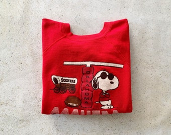 Vintage Sweatshirt | OKLAHOMA SOONERS Raglan Pullover Top Shirt Sweater Snoopy Peanuts 70's 80's Red | Size M / L
