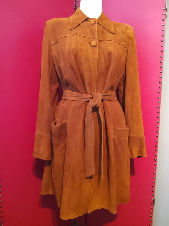 Vintage 1940s suede coat with shoulder pads with m