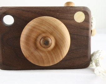 Camera (walnut / maple)