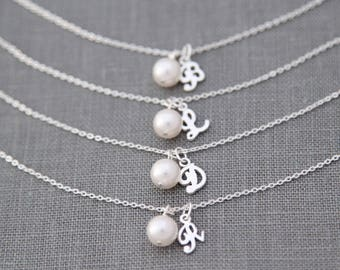 Personalized Bridesmaid Gift For Bridesmaid, Gift Set of 5, Persnalized Initial Pearl Bracelet, Silver Bridesmaid Jewelry
