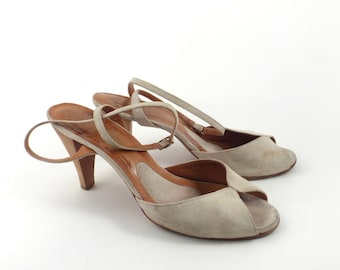 c2c483a904c0 Bare Traps Sandals Vintage 1970s Sand Suede Leather Shoes High Heel Size 9 M