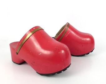 46ab0613575 Famolare Amsterdam Clogs Vintage 1970s Red Platform Women s size 6