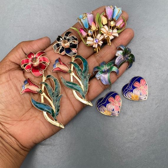 Vintage Flower Power pin brooch .  Earrings . Enam