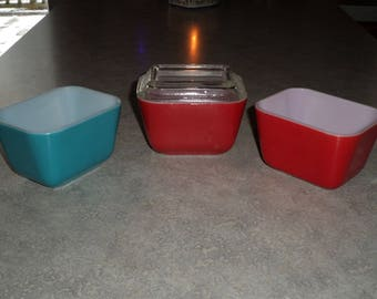 3 primary Pyrex small refrigerator 501 dish containers red & turquoise blue and 1 lid