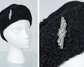 Black faux Persian lamb pillbox cap with detachable marcasite pin, vintage 40s faux astrakhan soft hat with brooch, size S