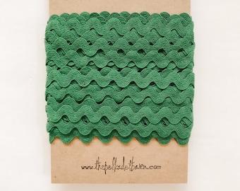 KELLY GREEN 1/2 inch Ric Rac - Kelly Green Ric Rac - Green Zig Zag trim - Polyester green ric rac - Sewing trim -Pretty packaging trim 10 yd