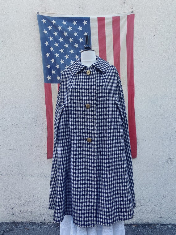 Capuelli Blue and White Houndstooth Cape