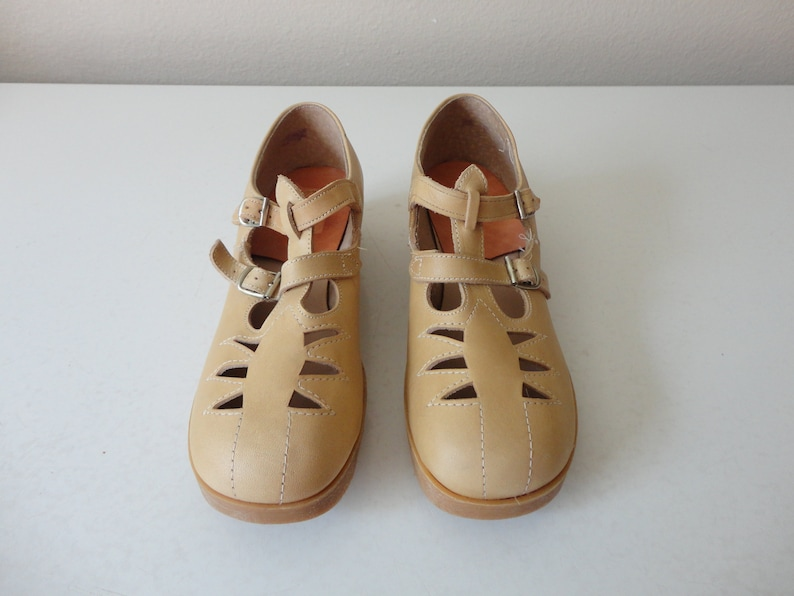 e1844a1de81ae VINTAGE tan leather double strap MARY JANES - vintage girl shoes - youth  shoes - marked size 2.5 c - with original box - casual dress shoes