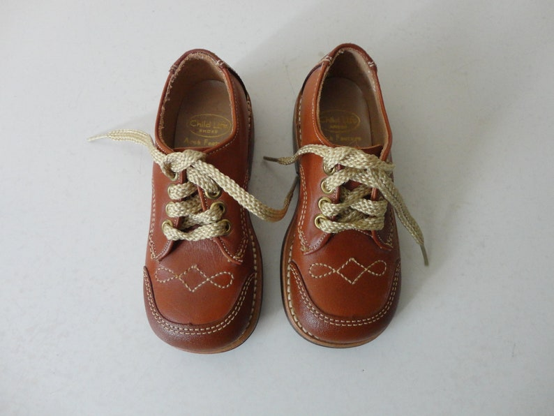 b47e8e9224dac VINTAGE brown leather lace up OXFORDS - vintage boys shoes - childrens  shoes - marked size 7.5 B - with original box - casual dress shoes