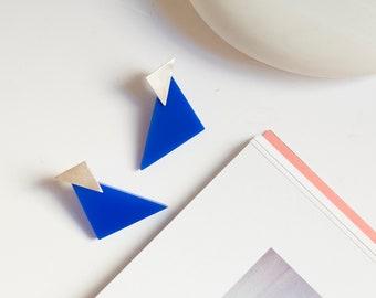 Blue triangle earrings, Silver studs and plexiglas charm, Asymmetric spike earrings, 80's personalized jewelry Mondrian pop art gift for her