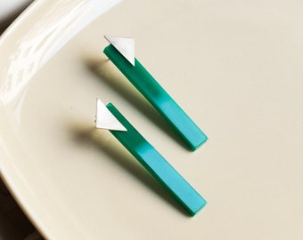 Retro Style 80s Long Earrings, Abstract Jewelry for Women, Green Geometric Bar Stud Earrings, Modern Cool Studs for her
