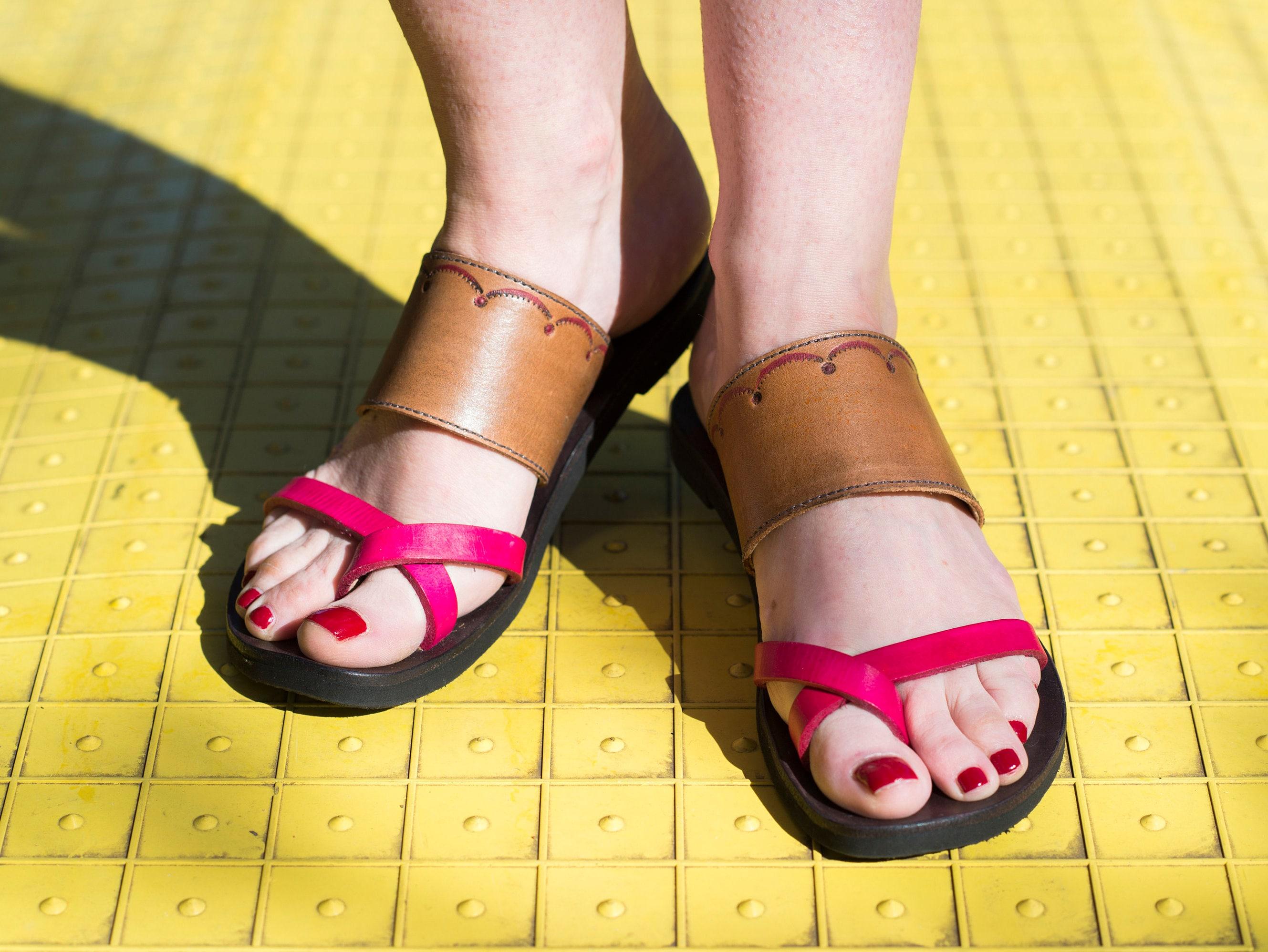 Indian-Cross Over Toe Strap Sandal-Embossed Sandal-Embossed Sandal-Embossed d4d790