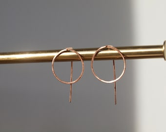 Front Facing Circle Hoops with Vertical Line Detail