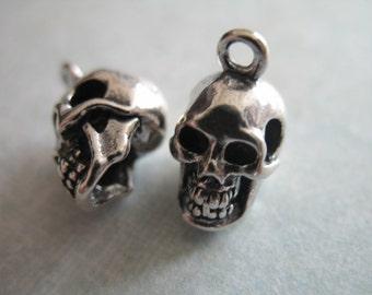 10 Skull /& Crossbones Halloween Pirate Gothic Metal Charms 22mm Silver Tibetan