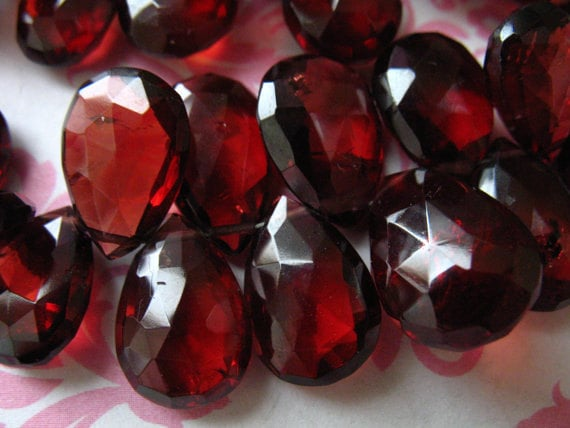 8inch Strand Mozambique Red Garnet 5mm Heart Gemstone Briolette Beads Natural AAA Garnet Semi Precious Gemstone Faceted Briolettes Beads