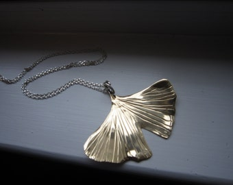 XL Ginkgo Leaf with coil bale on sterling chain