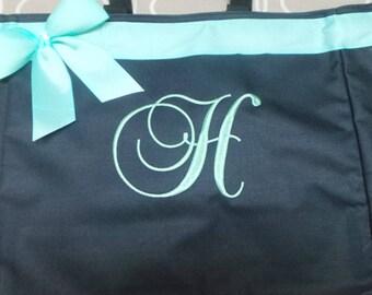 Sac personnalisé, le nom ou monogrammé sac Tote Bag mariée, demoiselles d'honneur, professeur sac, salle de Gym, plage, danse, infirmière sac avec ruban et noeud.