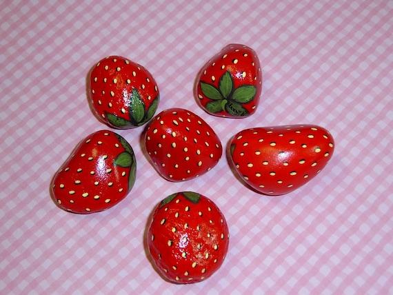 Kostenlose handgemalte Versand-Felsen-rote Erdbeeren-Feder | Etsy