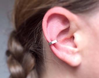 Sterling Silver Conch Ear Cuff. Fake piercing. Minimalist Conch Cuff. Dainty Ear Cuff. Tiny. Simple EarCuff. Fake Cartilage.