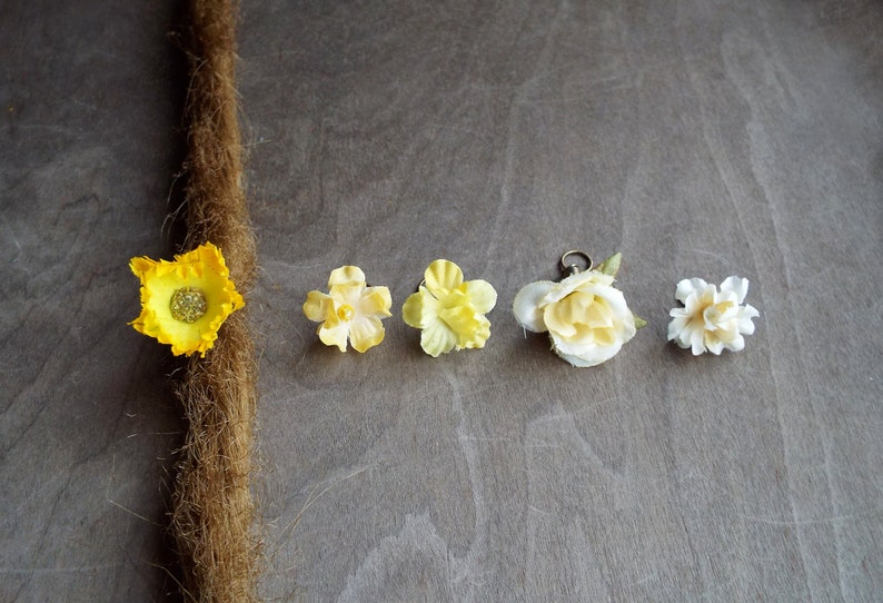 Antiques Brass Shades of Yellow & Cream Flower Dreadlock image 0