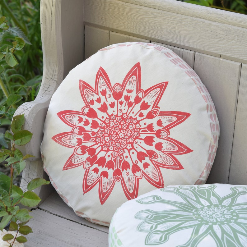 Round Floral Cushion Astrantia  Printed By Hand image 0