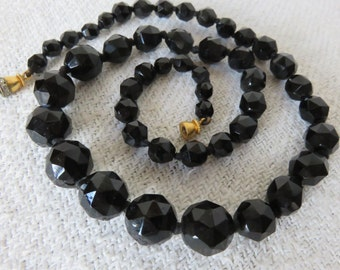 French Vintage Black Glass Graduated Bead Necklace /Vintage Cut Glass Beads /Diamante Gold Plated Clasp /Vintage Paris Chic 1950's Jewelry