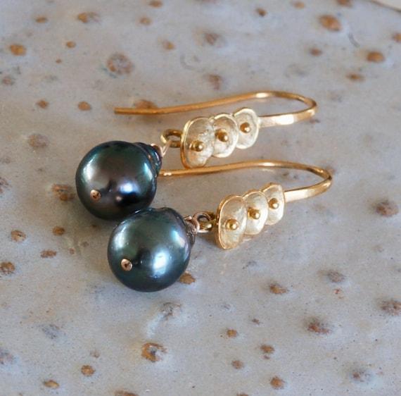 Beautiful Black Pearl Earrings