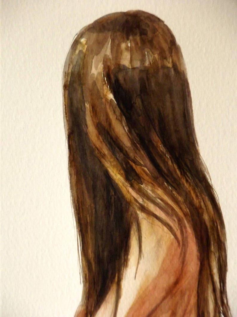 Dipinto nudo di donna con lunghi capelli seduta su un ...