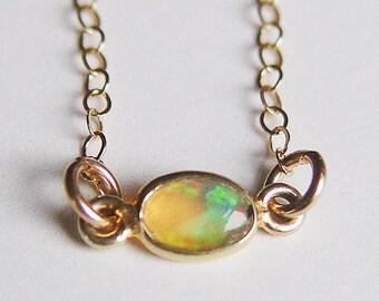 Ovalen Opal Gold Halskette OOAK