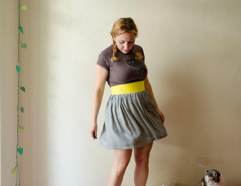 099f0b0f3fc7e0 50 % de réduction Mini jupe en tissu pied de poule et jaune ceinture en  faux cuir, jupe taille haute Mini noir et blanc