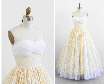 vintage 1950s wedding dress / 50s wedding dress / White and Ivory Lace and Tulle Wedding Gown